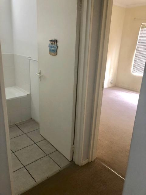 Apartment / Flat For Rent in Loevenstein, Bellville
