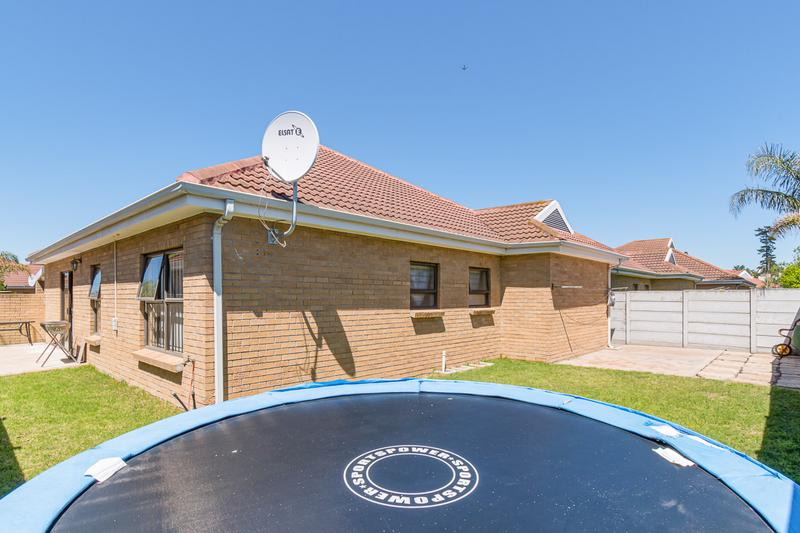 Property For Sale in Sonstraal Heights, Durbanville 21