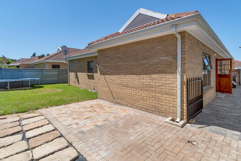 Property For Sale in Sonstraal Heights, Durbanville 22