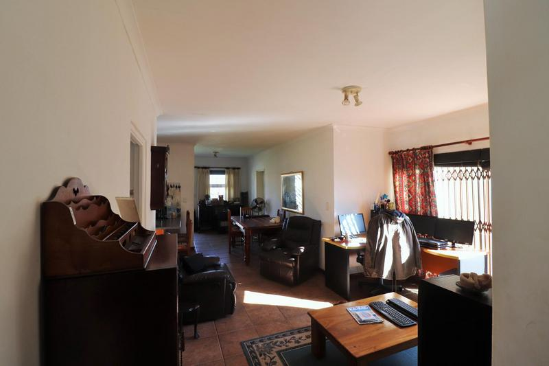 Property For Sale in The Crest, Durbanville 13