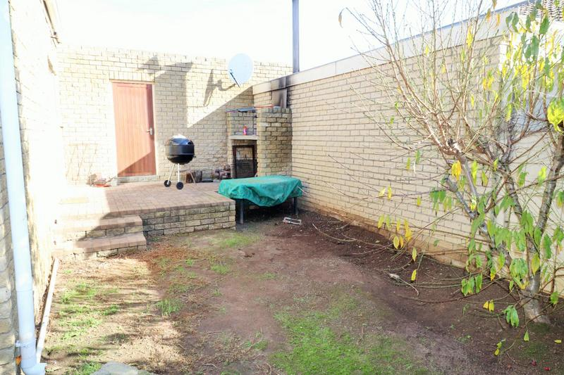 Property For Sale in The Crest, Durbanville 16