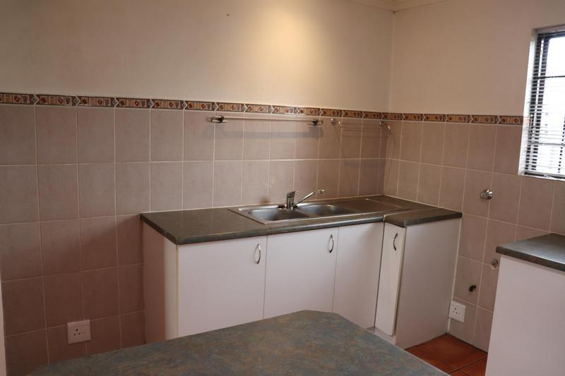 Townhouse For Rent in Sonstraal Heights, Durbanville